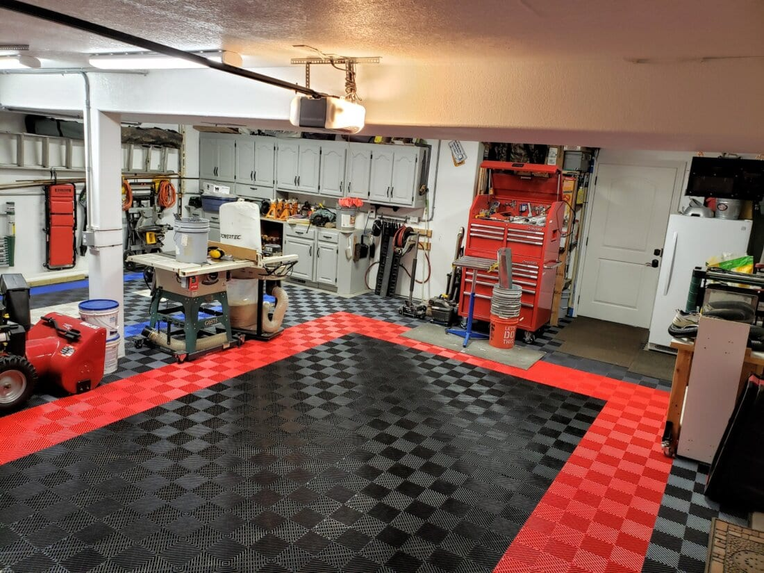 Black Free Flow Tiles with a Red Border