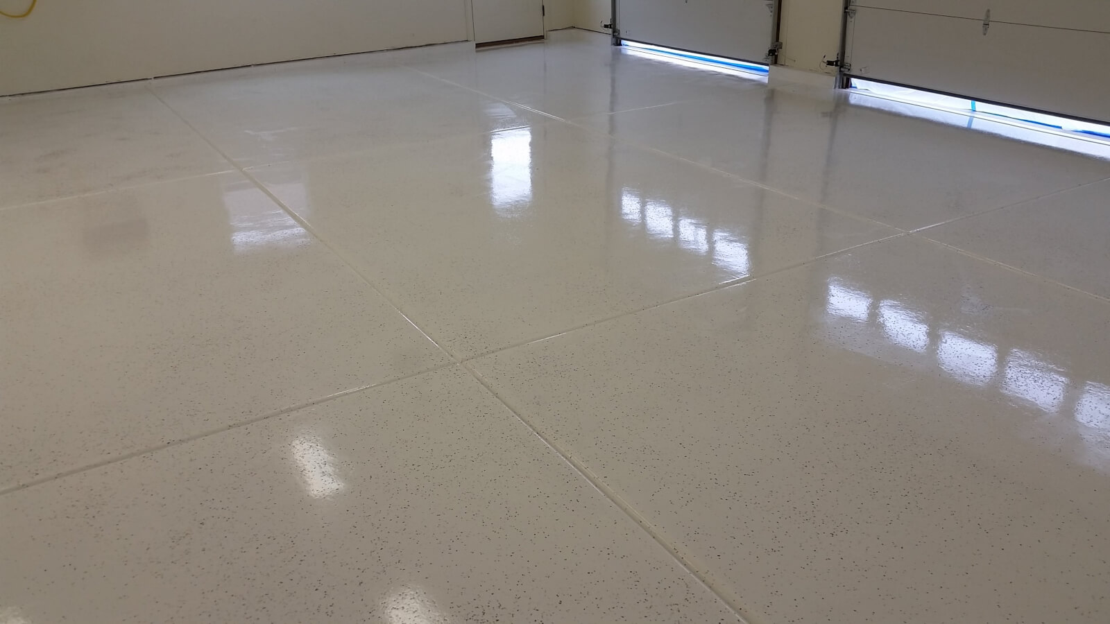 Garage Flooring Ideas - White Rust Bullet with Flake