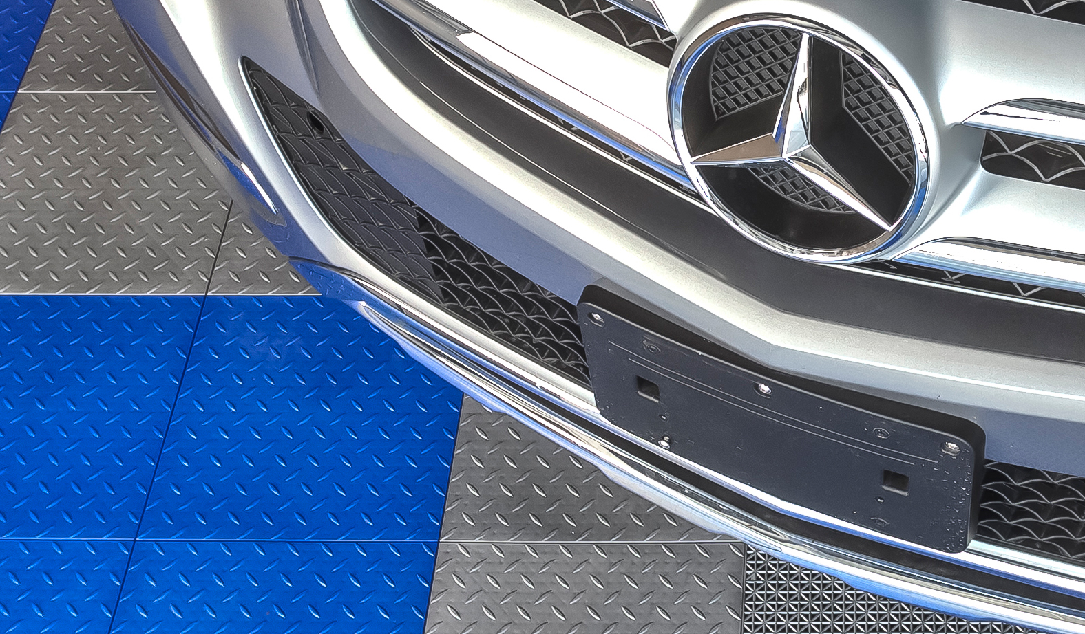 MotorMat Diamond Garage Floor Tile